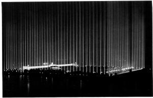 Lichtdom 1936 in Nurnberg, inszeniert von Hitlers Architekt Albert Speer. (Bundesarchiv)